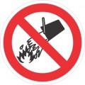 Забраняващ знак - ЗАБРАНЕНО Е  ГАСЕНЕТО  С ВОДА